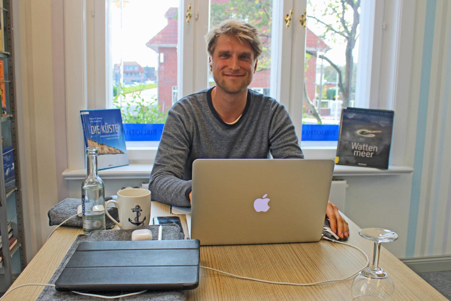 Martin Boger, Student vor dem Laptop